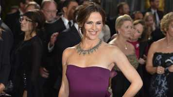 """Despite being married to New England Patriots fan Ben Affleck, actress Jennifer Garner grew up a San Francisco 49ers fan.When she starred on """"Alias,"""" Garner even shot a Monday Night Football promo for a game featuring her beloved team, according to The Daily Beast."""