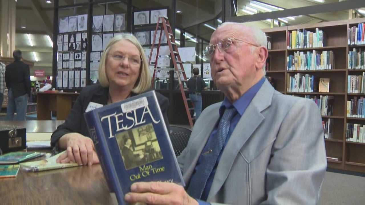 A Roseville man had gone his whole life without learning how to read, but for the first time at the age of 84, he can finally pick up a book and understand the words on the page.