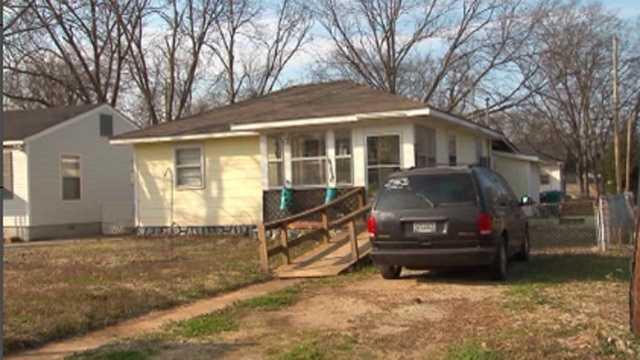 Alabama woman living with corpse