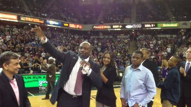 Mitch Richmond was honored at halftime of the Sacramento Kings' season finale (April 16, 2014).