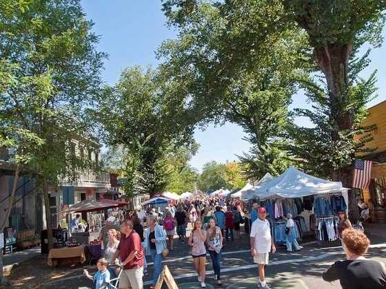 7. Murphys -- The town of Murphys is known as the Queen of the Sierra and is full of good food and plenty of wine tasting opportunities. The town hosts many events throughout the year for residents and visitors to enjoy.