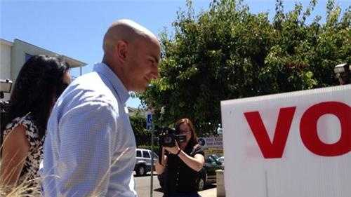 Kashkari arrives to vote in Laguna Beach.