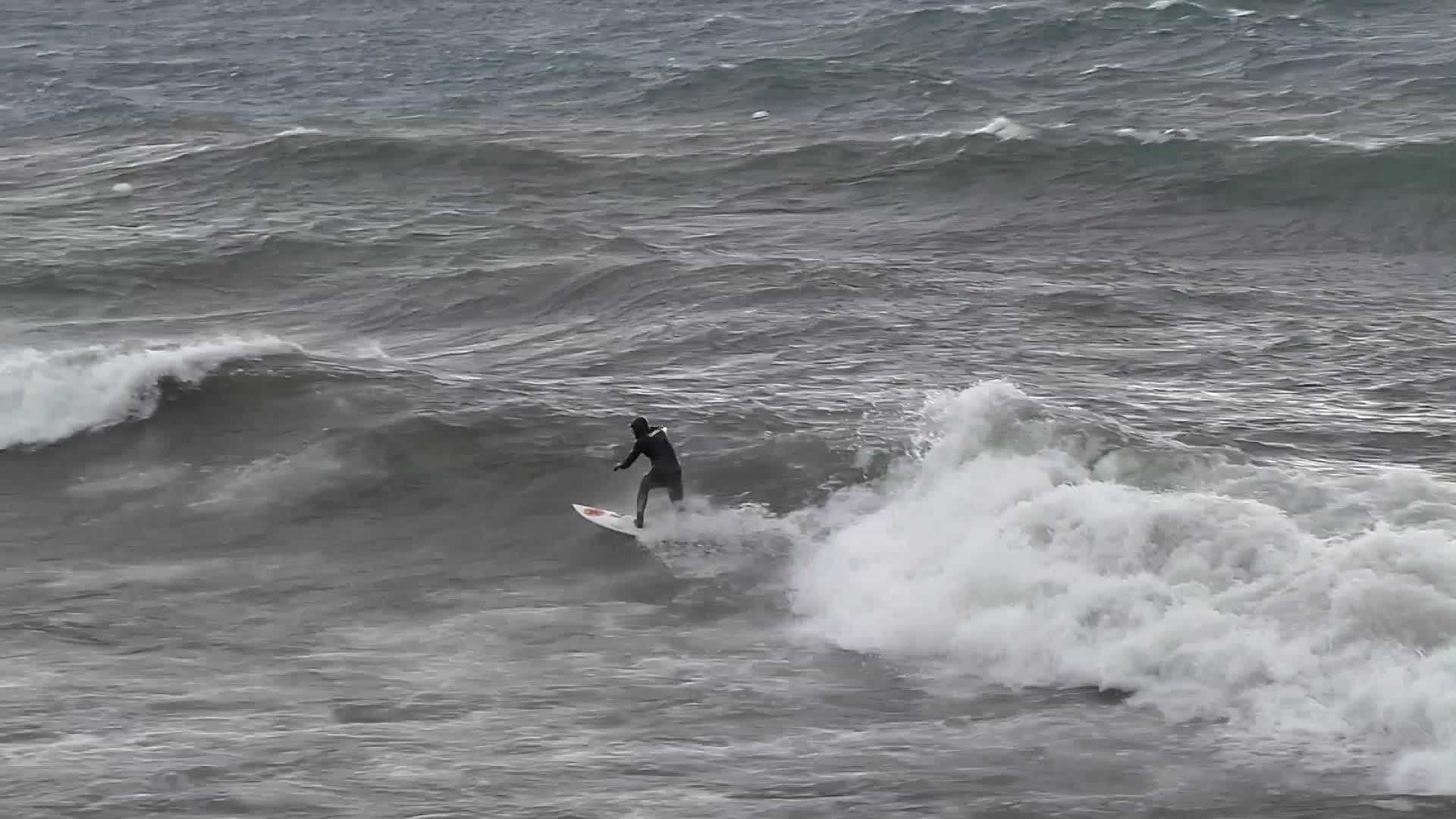 Thursday's weather conditions in Northern California made for some ripe conditions for surfing on Lake Tahoe. (Video courtesy of Keith Thomas)