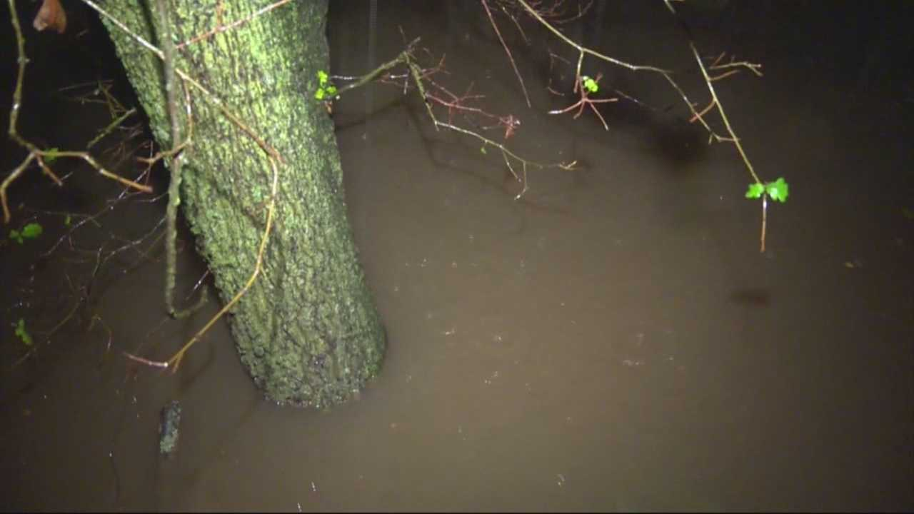 As Thursday's storm continues rolling through Northern California, some in the Carmichael area are concerned about the still-rising Arcade Creek. At last check, it was 1 foot below flood stage.