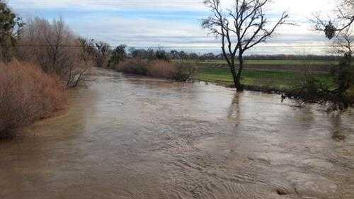 Cache Creek crested near Woodland after Thursday's storm. (Dec. 12, 2014)