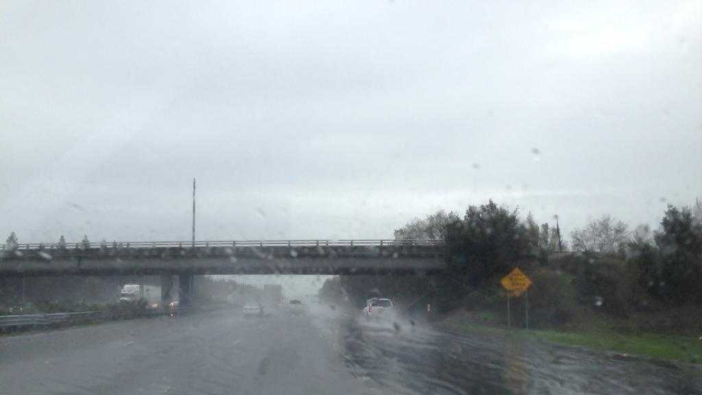 Moderate rain falls on Interstate 5 in downtown Sacramento on Friday. (Dec. 19, 2014)