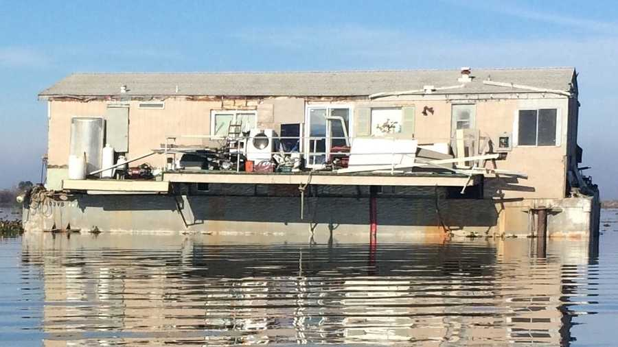 Abandoned floating house in Delta causes worry