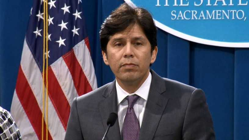 Sen. President Pro Tem Kevin de Leon speaks Thursday at a news conference to announce drought legislation.