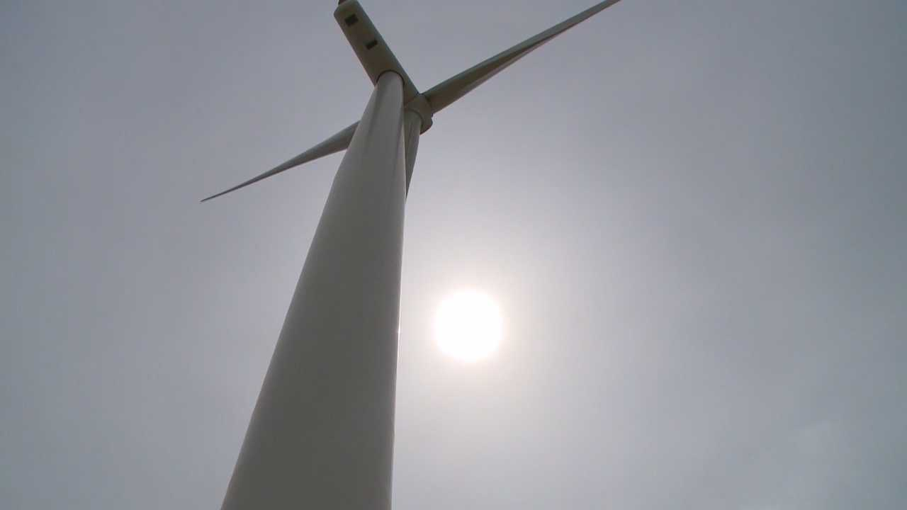 MidAmerican says it wants to add a couple more wind farms.