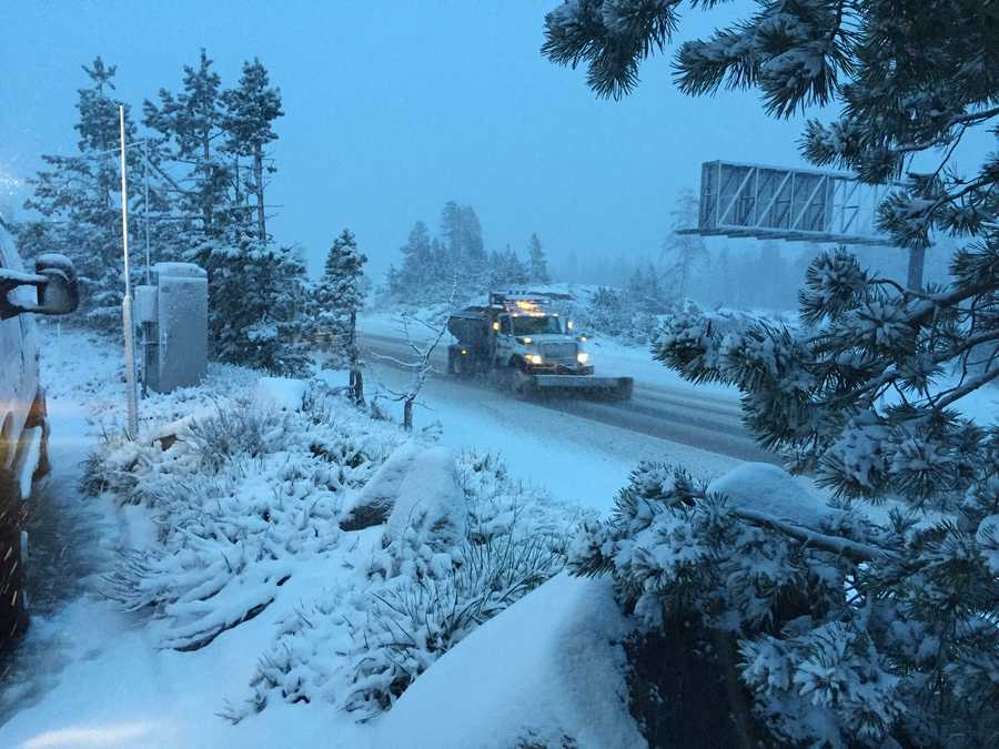 Crews clear Sierra roadways as snow continues to fall. (May 7, 2015)