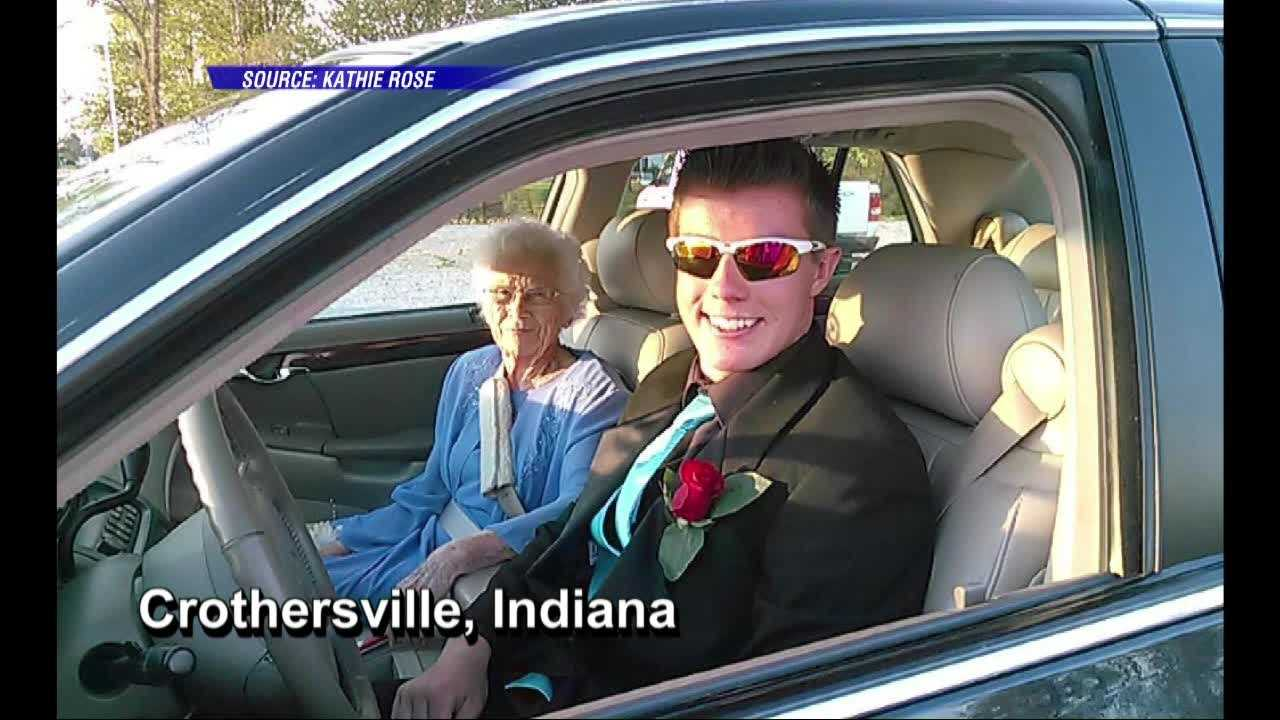 Teen takes grandma, 94, to HS prom: You're the prettiest one