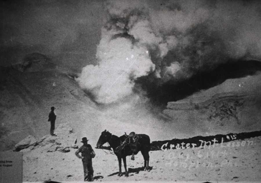 Another photo showing the May 22, 1915 volcano eruption of Mount Lassen.