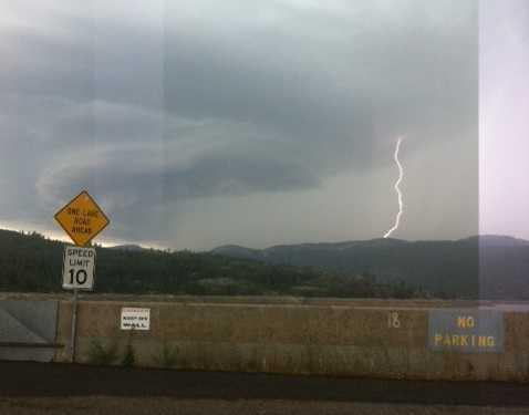Lightning near Bear Reservoir Lake in Amador County (July 2, 2015)