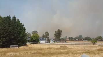 A fast-moving grass fire broke out Monday afternoon near Elverta, forcing evacuations in Sacramento and Placer counties. (July 27, 2015)