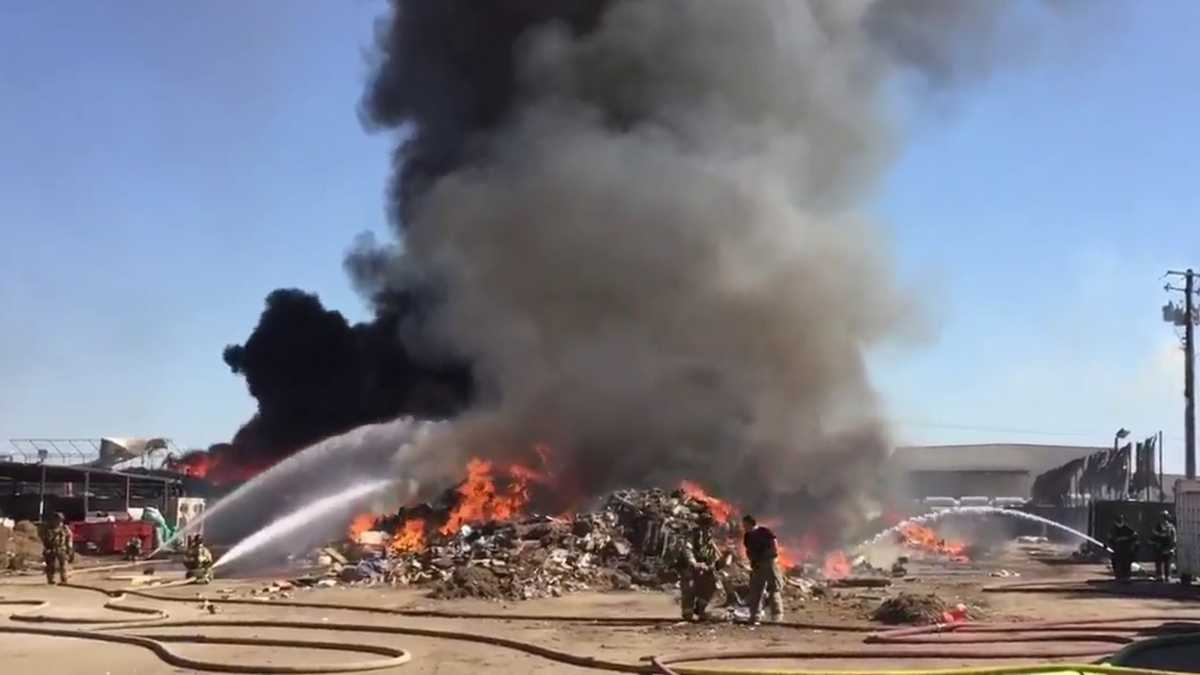 Photos Large Commercial Building Fire In South Sacramento