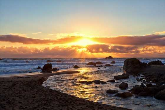5. Bodega Bay -- Who wouldn't want to take a trip to the Northern California coast to watch the sun set over the ocean? While the water may not be all that warm, the vast array of photography spots won't disappoint.