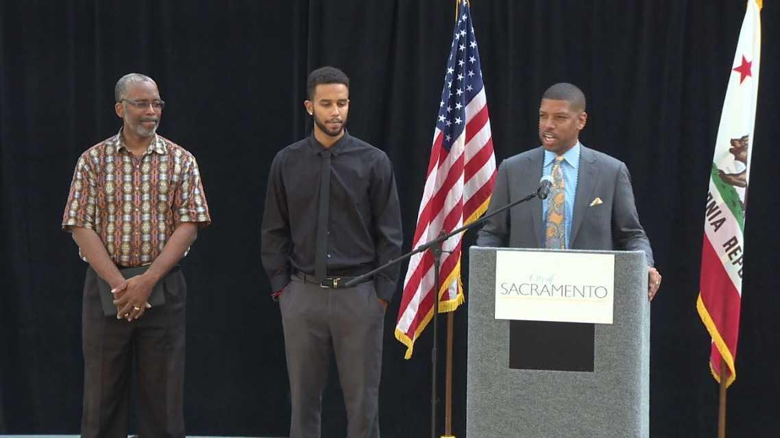 Tony Sadler, Anthony Sadler and Mayor Kevin Johnson (Aug. 26, 2015)