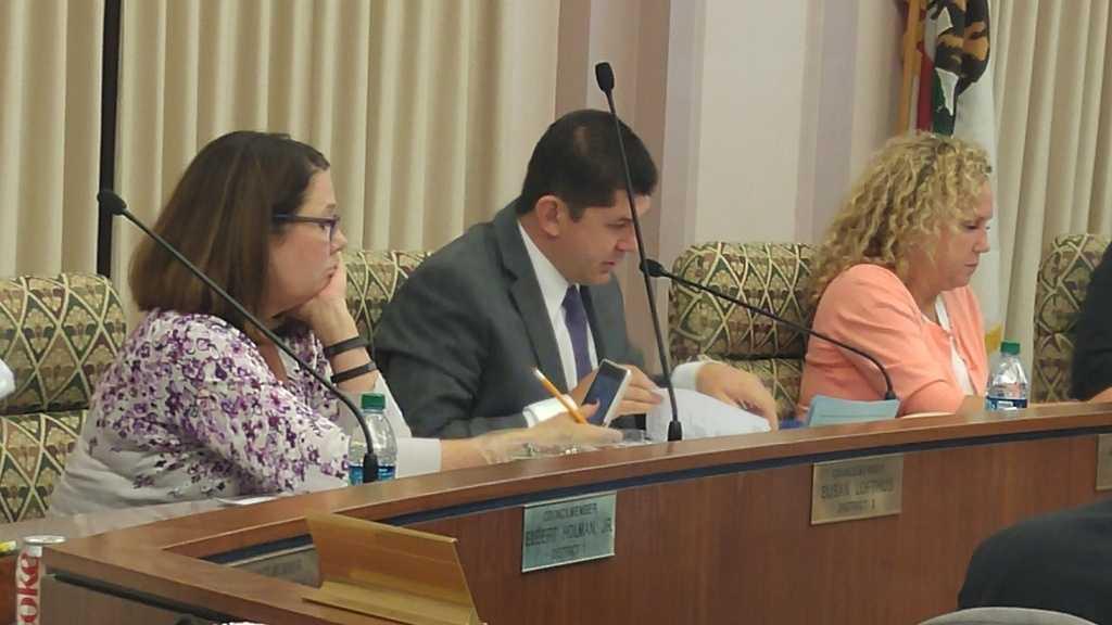 Stockton Mayor Anthony Silva at a City Council meeting. (Oct. 6, 2015)