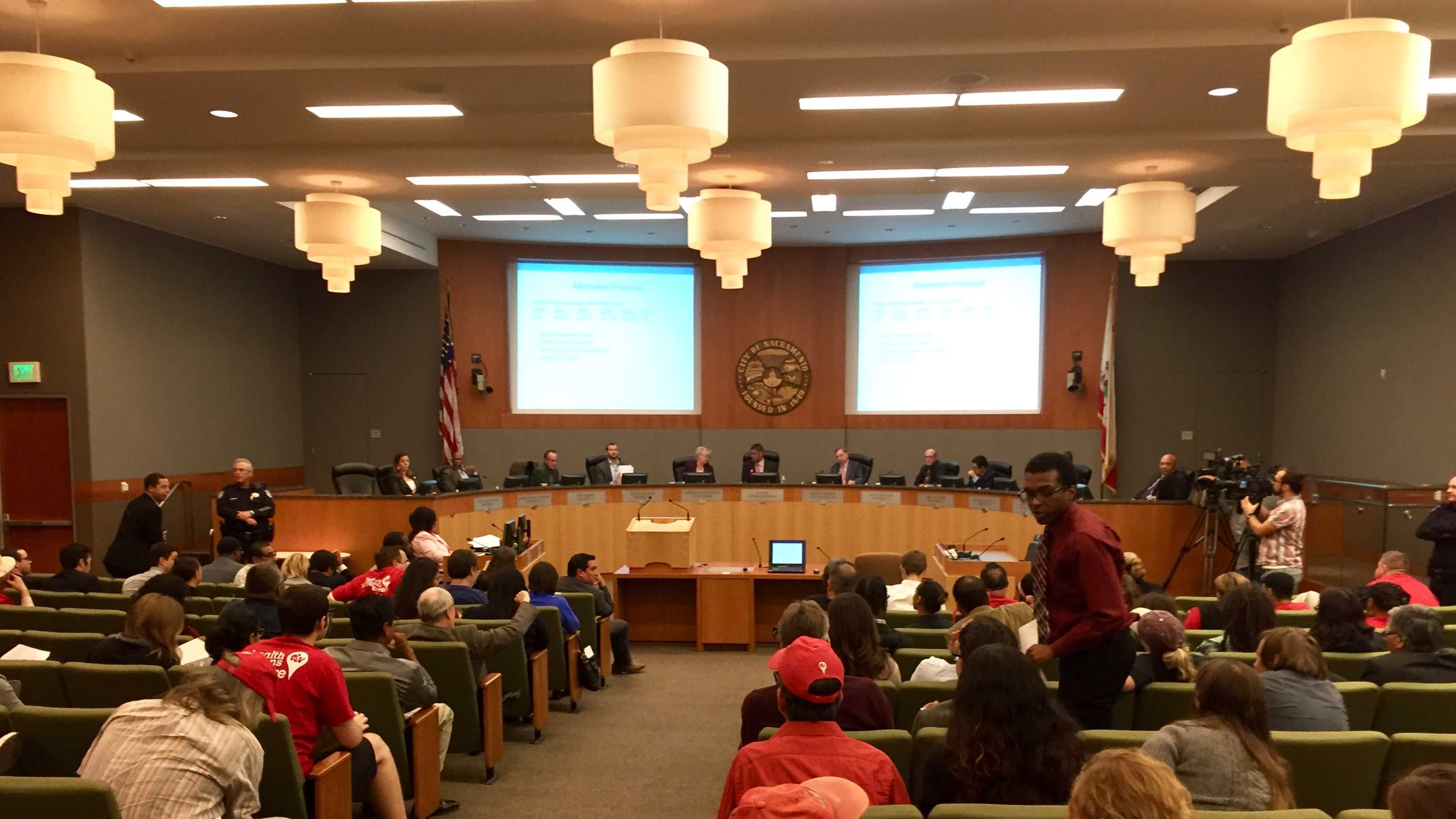 Crowd gathers at Sacramento City Hall on Tuesday, Oct. 27, 2015, for the vote on minimum wage. Council members voted 6-3 to approved increasing minimum wage to $12.50 by 2020.