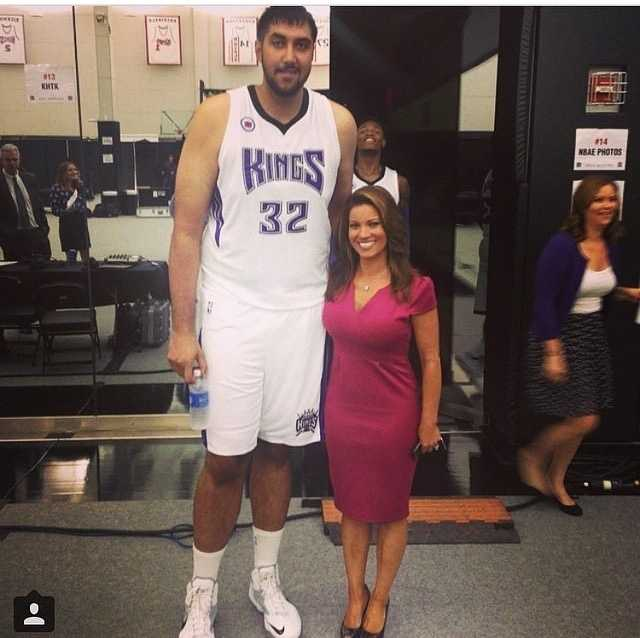 We just HAD to #regram this photo from @tvlisagonzales! How funny. Here's Lisa with @simbhullar2, who will play tonight with the @sacramentokings -- making history as the first #nba player of Indian descent. Gotta love the #photobomb from @benmclemore, too. Good luck tonight, guys! #kingsallday #sackings #sacramentokings #nbakings @visitsacramento @downtownsac @sacdtplaza @cityofsacramento @sacramento_ca #kcra #kqca #norcal #sports #tallpeeps @nba