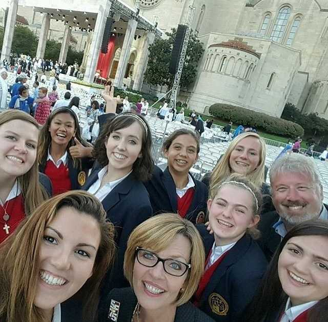 "So exciting! These St. Francis High School students and staff had the privilege of attending Pope Francis' mass in #WashingtonDC. ""The inspiration from #PopeFrancis is creating a flourishing seed in our hearts and minds."" Great pic, @sfhstroubies! #popeinus #popeinusa #popeindc #sfhs #stfrancishs #sacramento #KCRA #KCRA3 @sfhs_troubies"
