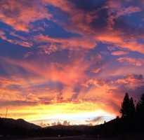 Wow! #NorCal has been seeing some beautiful sunsets lately, and you guys have been sending in lots of photos to #ulocal (which we love). This one was taken in #Truckee on Donner Pass Road. Absolutely #gorgeous! // #truckeelove #tahoe #sunset #colorfulsky #nofilter #fallcolors #kcra #kcra3 #kcrawx