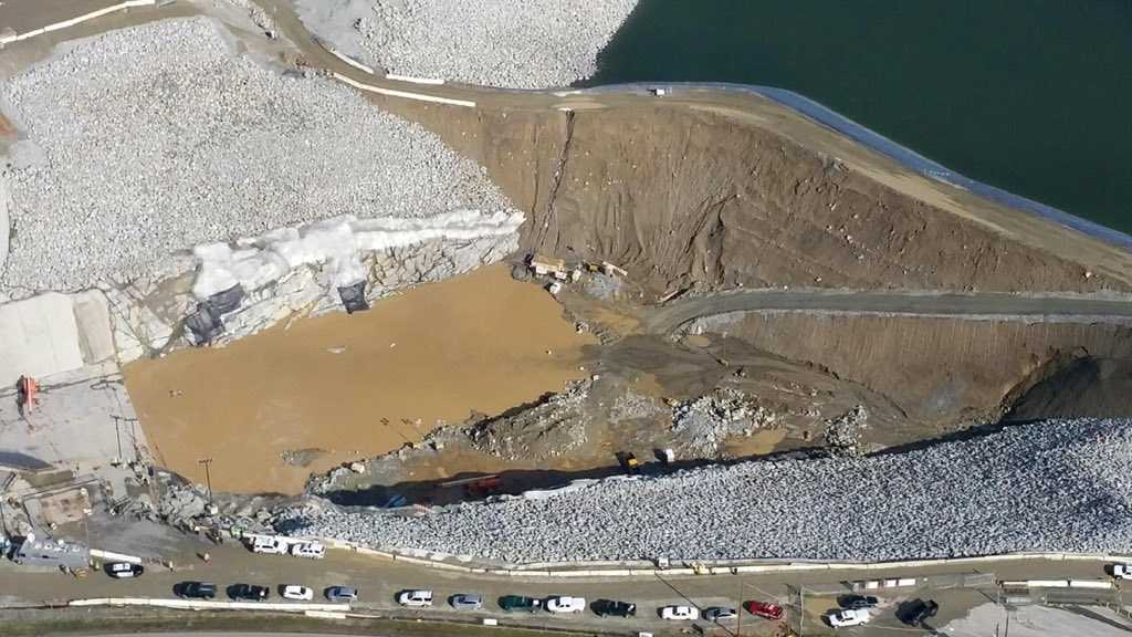 LiveCopter3 flew above a failing dam at Folsom Lake. (Jan. 20, 2016)