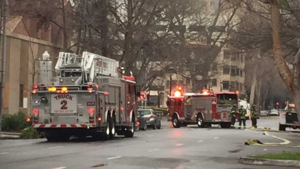 Sacramento Fire Department crews closed down I Street, between 16th and 14th streets, on Thursday, Jan. 28, 2016, because of a broken gas line. Several buildings in the area were evacuated.