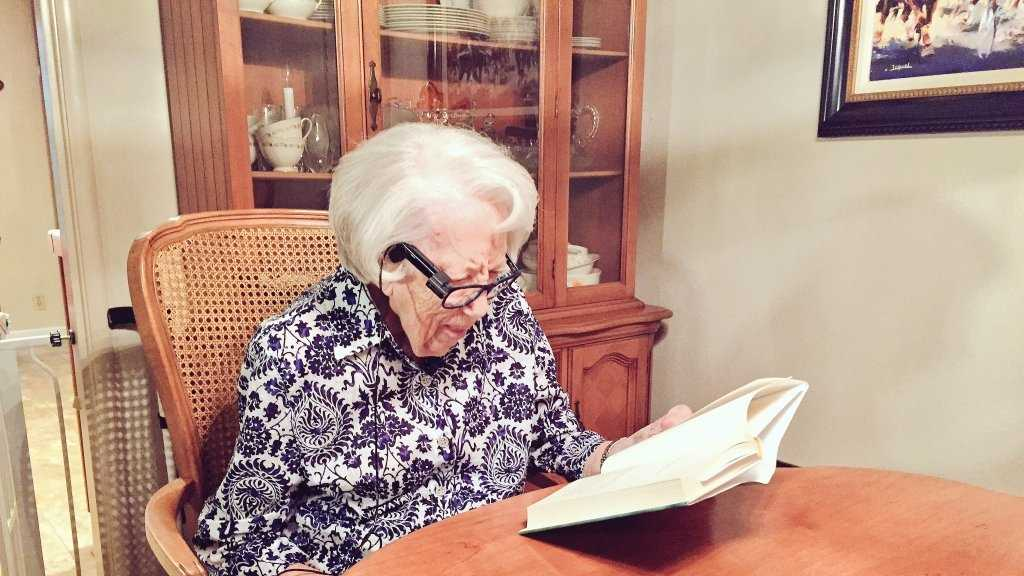 Georgia Prudler, 94, uses Or-Cam to read.