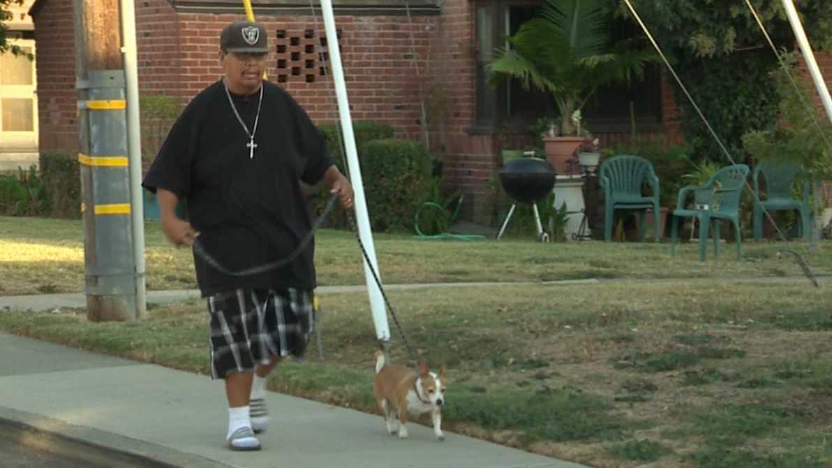 Sergio De La Cruz helped a Sacramento police officer who was fighting a suspect.