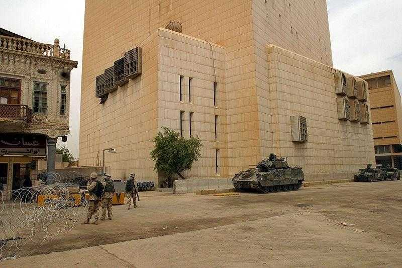 March 2003: $1 billion was taken from the Central Bank of Iraq. Saddam Hussein stole nearly $1 billion from the Central Bank of Iraq before the US began bombing in Baghdad.