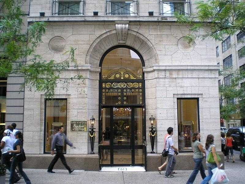 September 2008: $108 million in diamonds were stolen from Harry Winston's in Paris.