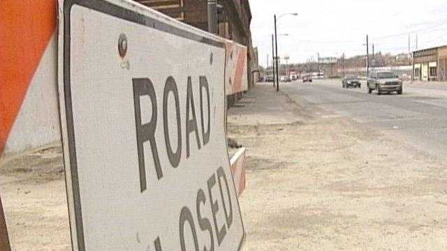 road closed sign - 19023375