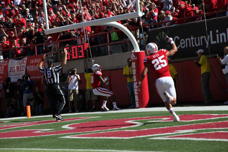 Quincy Enunwa pulls in a pass from Martinez for a touchdown.