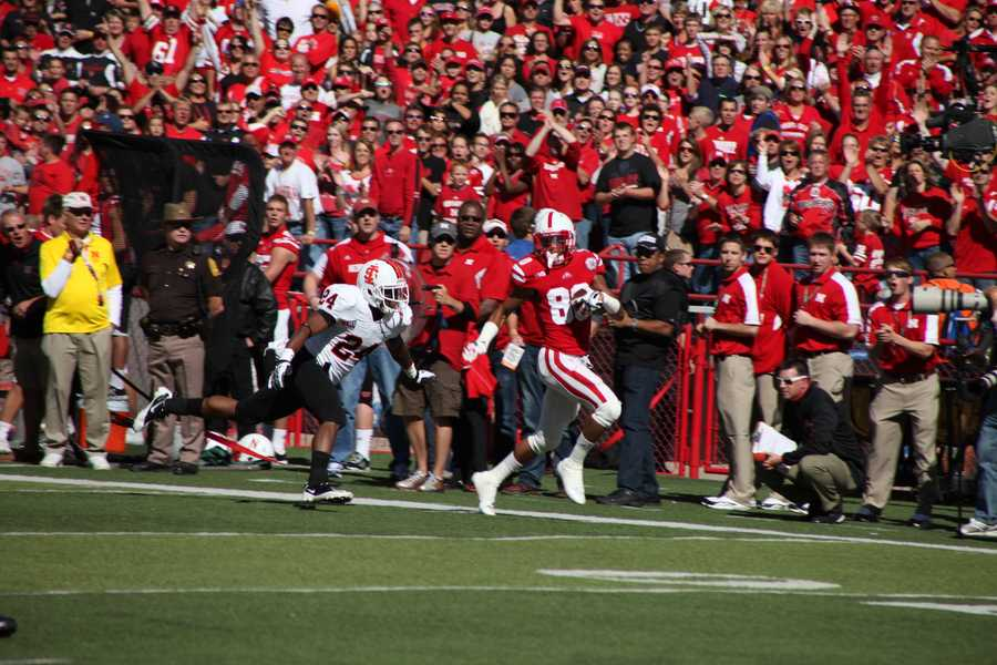 Kenny Bell scores on a reverse.