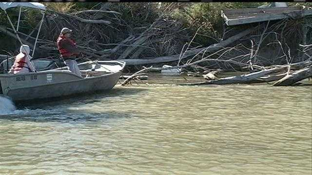 Hundreds of Volunteers Clean Up Missouri River