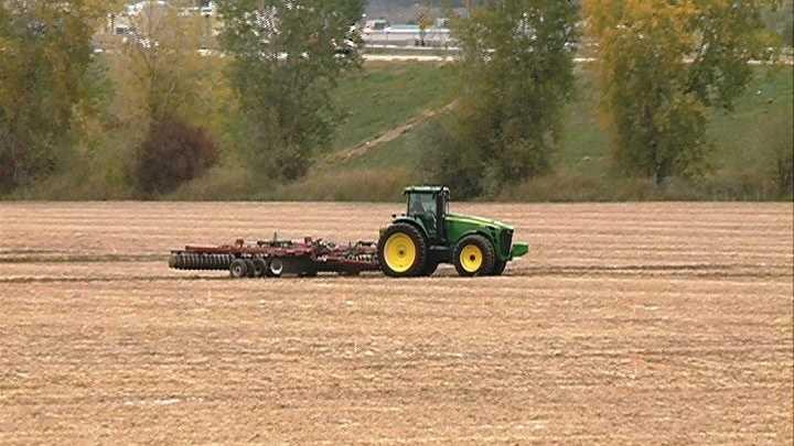 FARM-TRACTOR-FIELD-100512.jpg