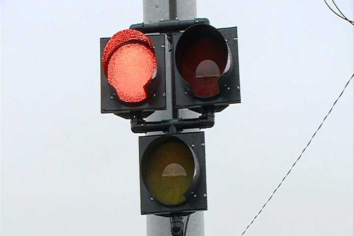 Drivers will then see alternating red lights.