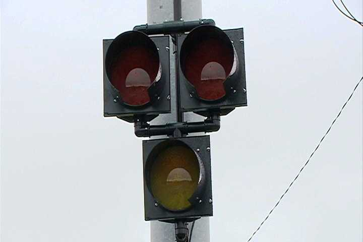 Once the lights turn off, drivers are free to move through the intersection again.