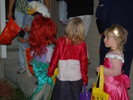 Bags should be light-colored or reflective, so kids are seen in the dark. Also, carryingflashlightswill help children see better and be seen.