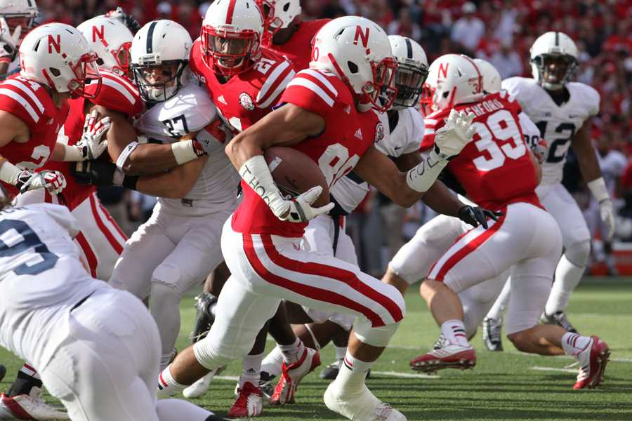 Kenny Bell makes a nice 22 yard kickoff return in the first quarter.