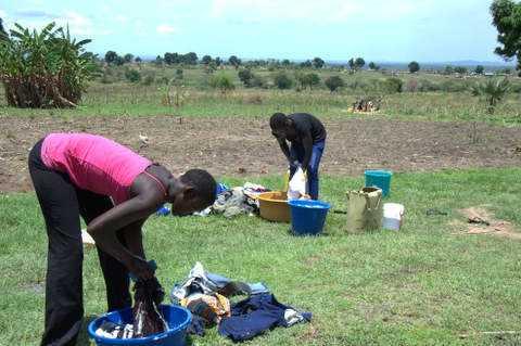 Handwashing clothes