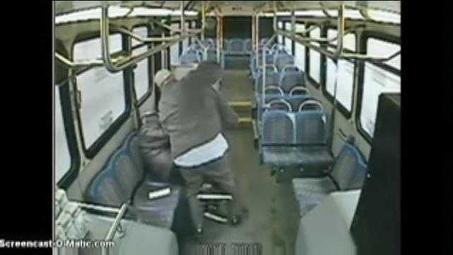 img-Video shows bus driver attacking passenger