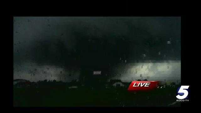 img-Video Catastrophic tornado moves through Moore Okla