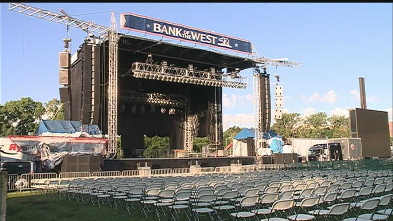 Memorial concert goers arrive early