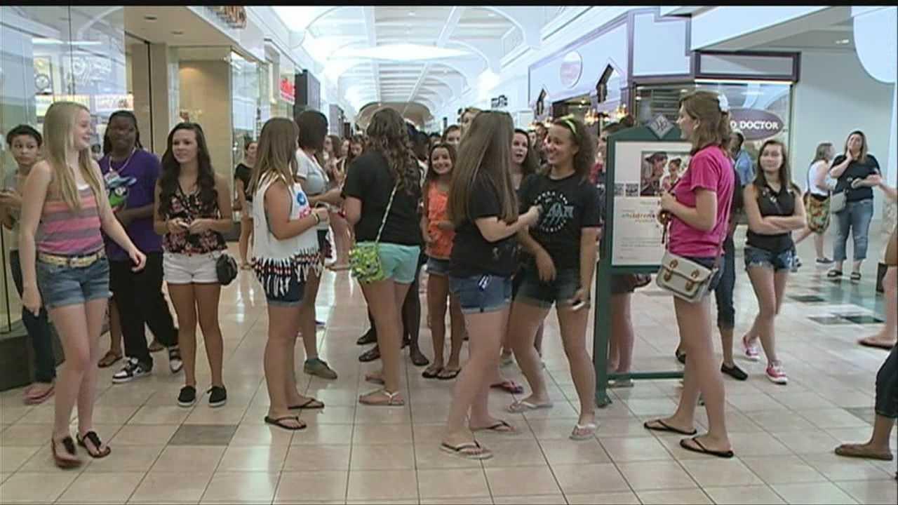 Bieber fever hits Omaha mall