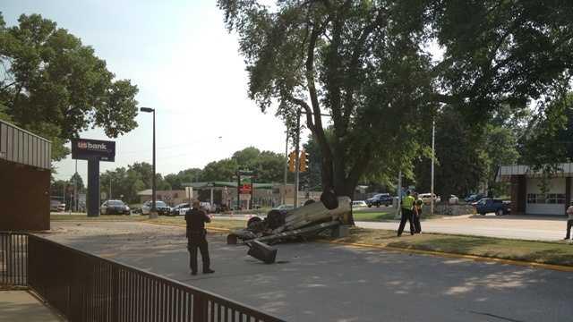 2 injured in rollover crash
