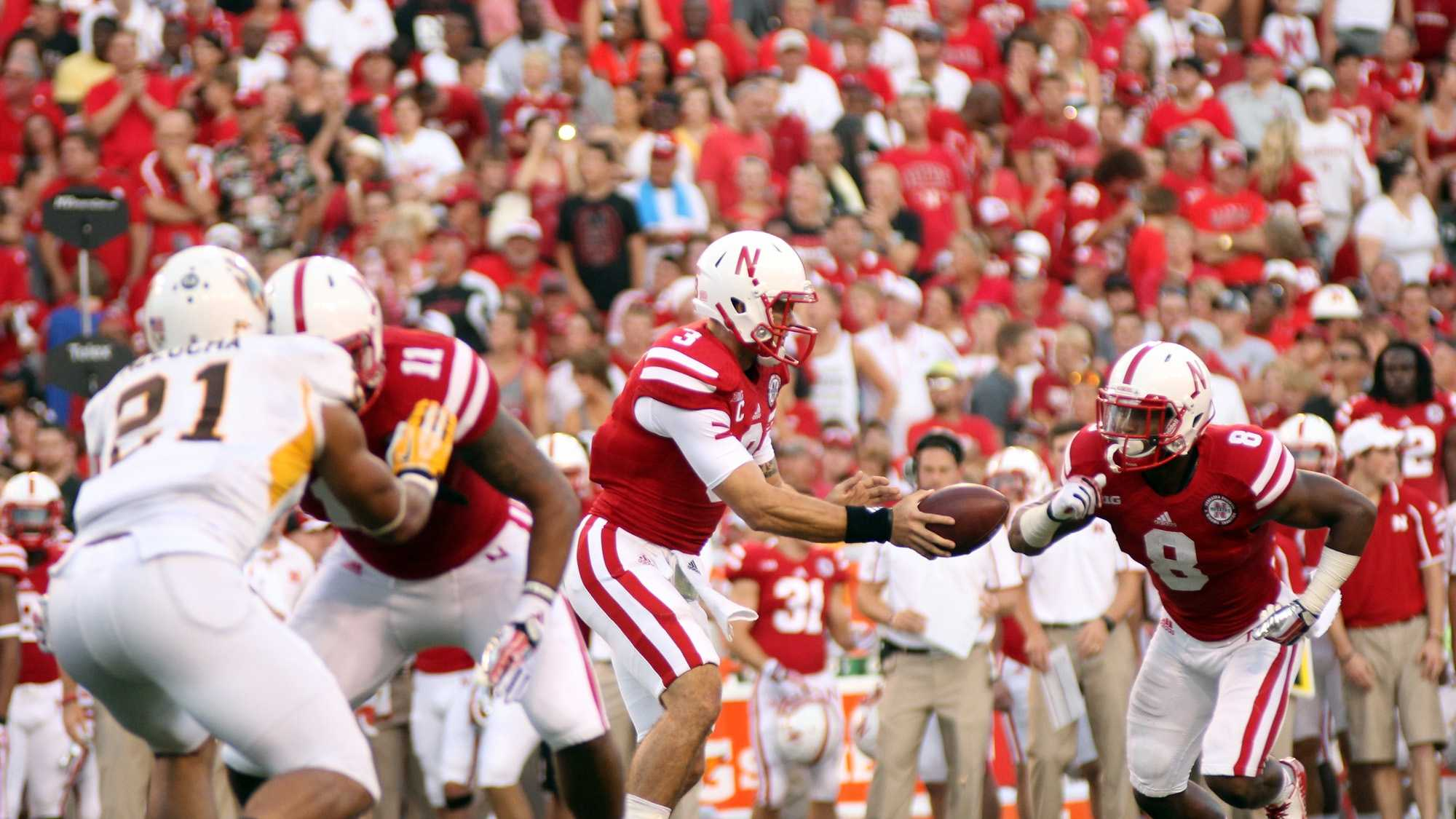 Taylor Martinez prepares to hand the ball off to Ameer Abdullah.