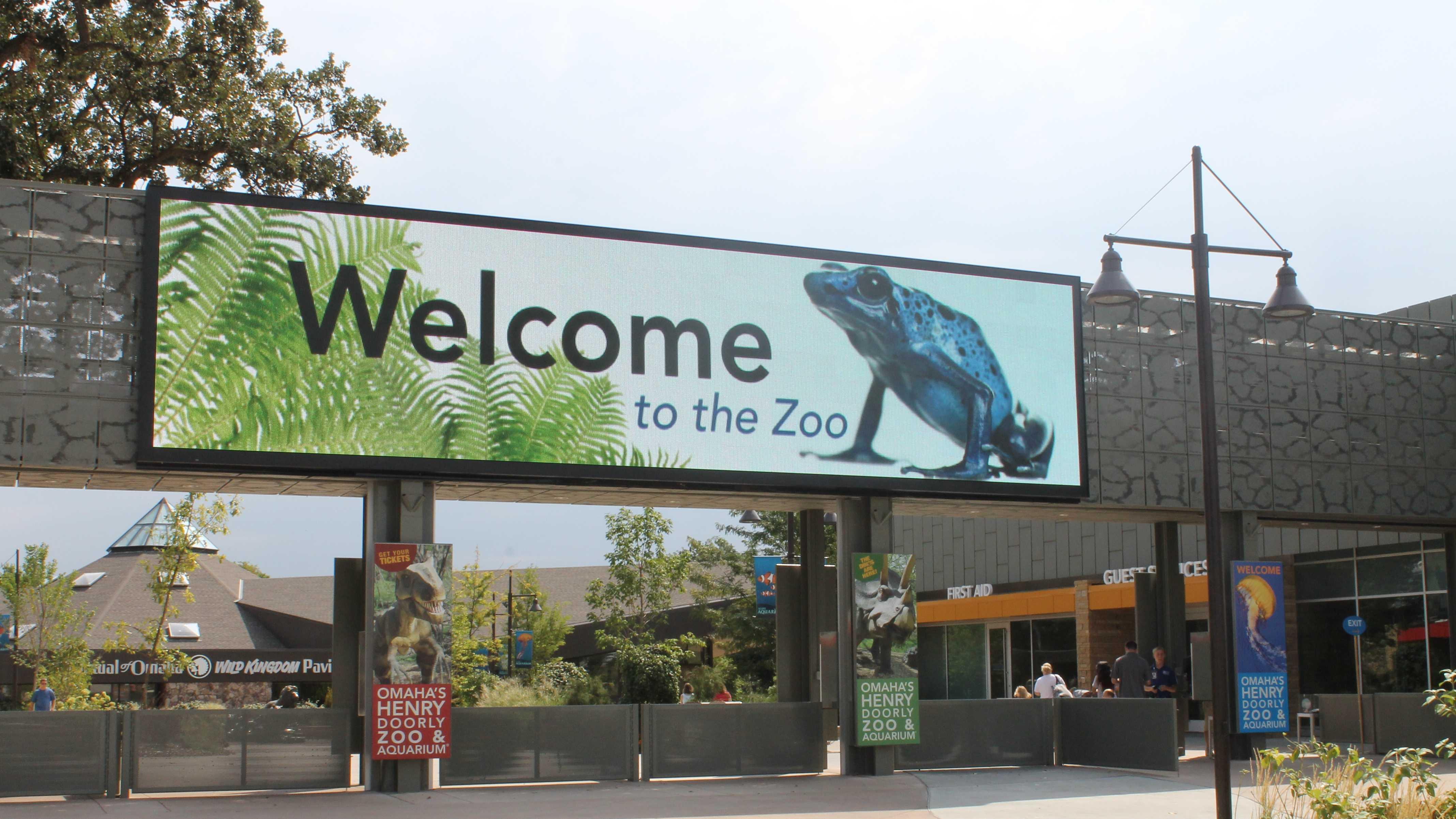 digital sign - zoo.JPG
