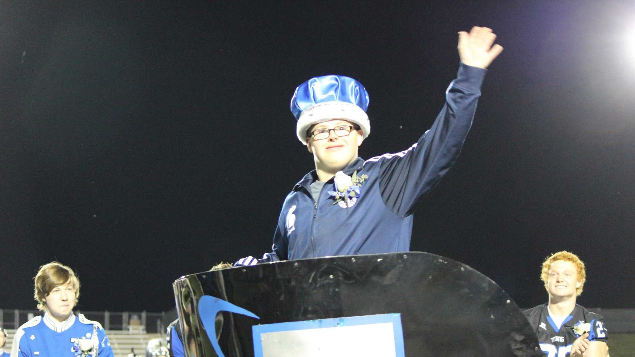 Special needs teen crowned Homecoming King